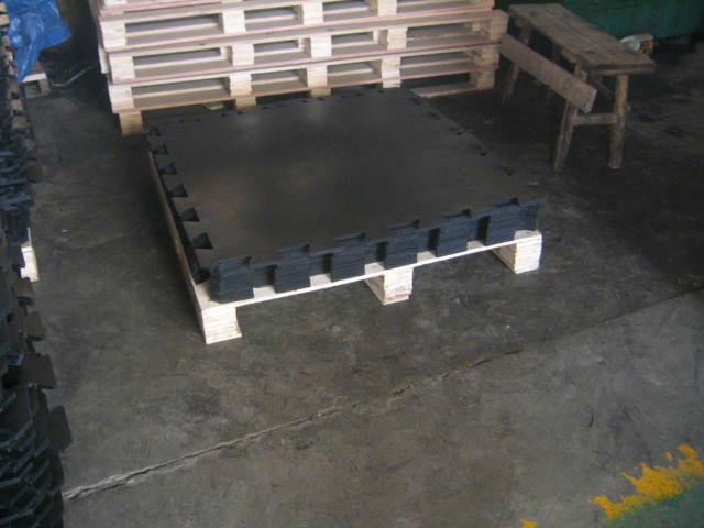 Playground interlocking gym rubber mats buy gym rubber for Cork playground flooring