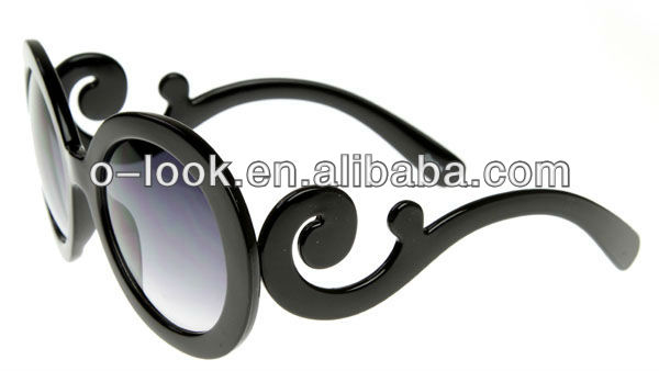 Designer Inspired Oversized High Fashion Sunglasses w/ Baroque Swirl Arms