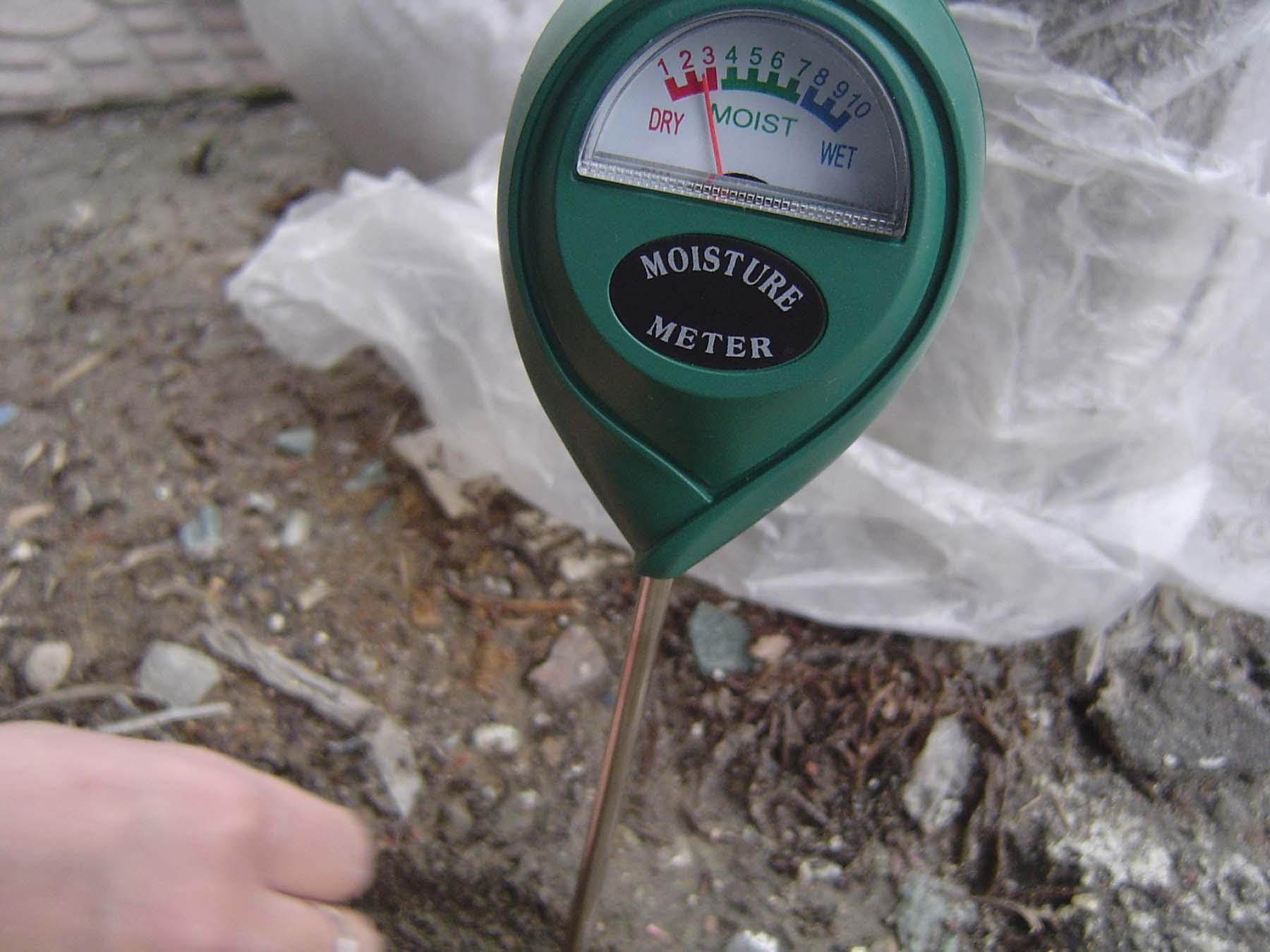Измерить влажность почвы своими руками