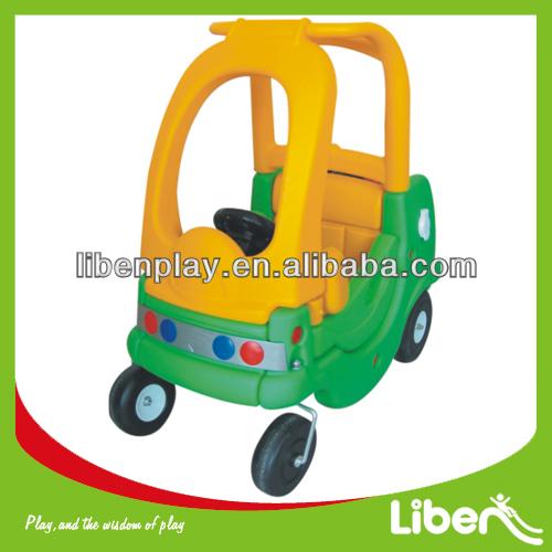 plstico del diseo del coche paseo en coche juguetes para nios
