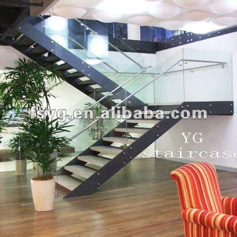 vidrio recta huellas y escalera de acero inoxidable
