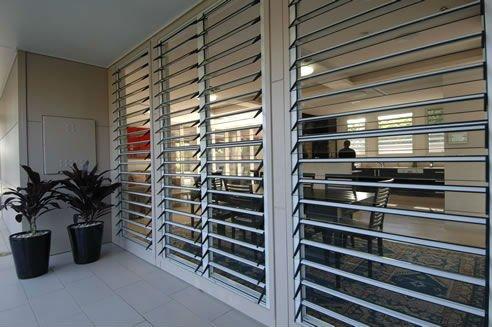 Modern glass jalousie windows in aluminium frame buy for Jalousie window design