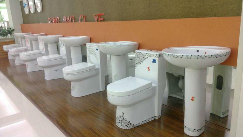 Toilet stoel decoratie in de badkamer u stockfoto topntp