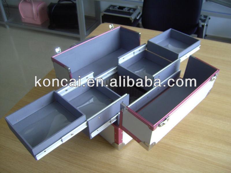 A truely beauty aluminum makeup suitcase, makeup train case,makeup storage with 4pcs trays inside & 1pcs chromed handle 3