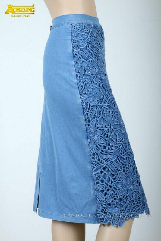Джинсовая юбка украшенная кружевами фото