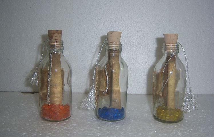botella de vidrio de invitacin de la boda con la cinta adornos