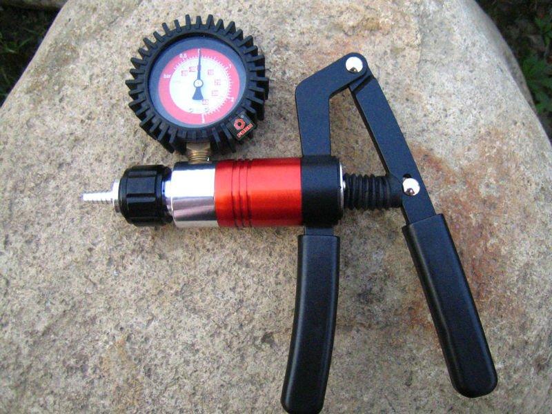 Fs2113c Car Diagnostic Tool Vacuum Pump Brake Bleeder Kit