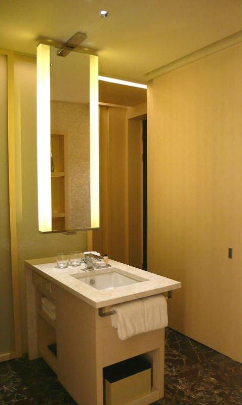 Luxury hotel bathroom mirror bathroom decorative lighting mirror  16years supply for hotels. Luxury hotel bathroom mirror bathroom decorative lighting mirror