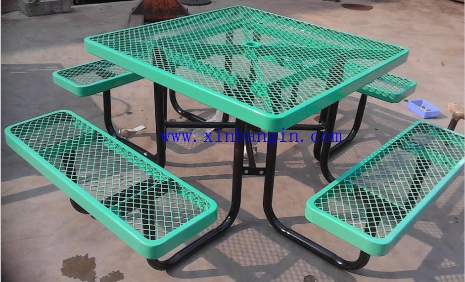 petite table en plein air et chaises en bois tables de pique nique pliable table bureau et. Black Bedroom Furniture Sets. Home Design Ideas