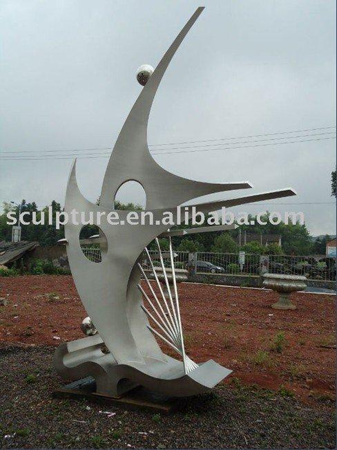 sculpture moderne acier