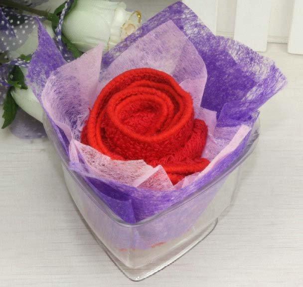 pliage de serviette en rose au nom de la rose. Black Bedroom Furniture Sets. Home Design Ideas